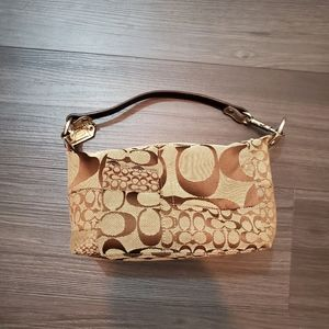 Classic Coach Shoulder Bag in Tan and Brown